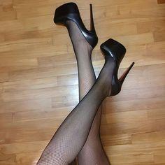 #stilettoheelslouboutin #stilettoheelsstockings
