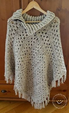 My Stuff: Poncho van 2 rechte lappen (It looks like the pattern is 3 granny rows, one row SC, one row of DC.)