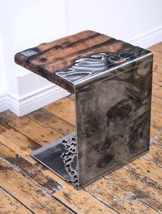 La Madone Table en acier et bois Dimension : 16'' largeur X 19'' hauteur X 14'' profondeur. Dessin créé par le travail ton sur ton de l'acier (pas de peinture). Acier vernis laqué pour un fini miroir (entretient à l'eau sans tracas) / Wood and steel table. Size: 16 '' width X 19 '' height X 14 '' depth. Drawing created by the work tone-on-tone of the steel (no paint). Lacqueredsteel for a mirror finish (simple ... Steel Furniture, Cool Furniture, Furniture Design, La Madone, Steel Table, Recycled Furniture, Decoration, A Table, Recycling