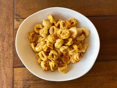 Hand-made, fresh tortellini (filled with beef and mortadella) is served with a sauce made out of tomatoes and Italian Sausage (with a background hint of chilli!) Tortellini, Tomatoes, Macaroni And Cheese, Beef, Fresh, Dinner, Ethnic Recipes, Food, Eten
