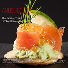 Blini avocado salmon pike caviar Mini Appetizers, Salmon Avocado, Appetisers, Shrimp Recipes, Caviar, Dinner, Cooking, Ethnic Recipes, Party