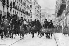 Riots following the parliamential elections in Spain ()/won by the Popular Front: mounted police opposing demonstrators (supporters of the Popular Front) who threaten to storm a prison - 1936 - Photographer: Presse-Illustrationen Heinrich Hoffmann - Published by: 'Die Gruene Post' 09/1936 Vintage property of ullstein bild