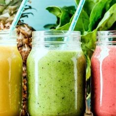 """Many smoothie chains boast """"fresh, healthy"""" smoothies, but that's not always the case. Here's how to order one that's actually good for you. Yummy Smoothies, Smoothie Drinks, Smoothie Recipes, Green Breakfast Smoothie, Strawberry Breakfast, Strawberry Pineapple Smoothie, Coconut Smoothie, Dieta Detox, Natural Yogurt"""