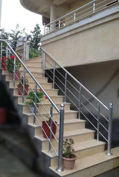 Best Ideas For Modern Stairs Railing Doors Steel Stairs Design, Staircase Railing Design, Modern Stair Railing, Home Stairs Design, House Gate Design, Door Gate Design, Modern Stairs, Balcony Glass Design, Balcony Grill Design
