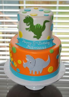 2D Dino Cake...notice the detail on the dinosaurs.