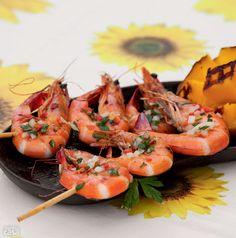 Espetinho de camarão com manga grelhada (Rende dez unidades)