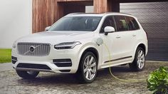 Volvo's Tesla killer to arrive in 2019 with a 250-mile range Read more Technology News Here --> http://digitaltechnologynews.com  Volvo is building an electric vehicle and somewhat surprisingly it's not going to cost a ton of money.   According to Automotive News Lex Kerssemakers CEO of the luxury car maker's USA arm told journalists at the Geneva auto show that the company aims to launch the car in 2019 with a $35000 - $40000 price.   SEE ALSO: Uber announced a big deal  and it could mean…