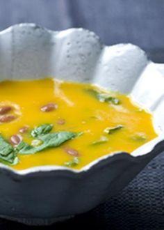 Sopa de cenoura com feijão manteiga e espinafres