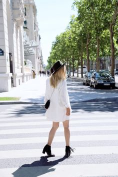 Love my new khaki fedora - adds a nice summery vibe to my minimal outfits. See more on my blog: Walking around the beautiful streets of Paris in my minimal boho outfit. See more on my blog: http://isabellathordsen.dk/