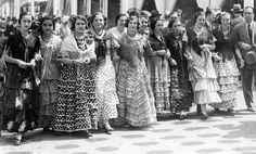 Vintage shot of ladies in Seville in flamenca dresses for the spring Feria. historic-images-from-spain Flamenco Costume, Flamenco Dancers, Spanish Fashion, Spanish Style, Spain Culture, Spain Images, Sevilla Spain, Local Tour, Funny Inspirational Quotes