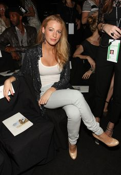 Love the simplicity of Blake Lively's outfit! Super chic white skinnies and heels combo.
