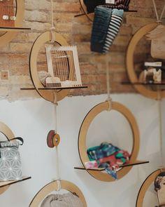 """249 Me gusta, 45 comentarios - Edurne (@artilez_tejiendo_emociones) en Instagram: """"En la familia de @lalolacoworking  estrenamos escaparate así de bonito y 100% #handmade . . . Que…"""" Body, Mirror, Furniture, Instagram, Home Decor, Tapestries, Weaving Looms, Shop Displays, Nice"""