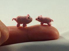 micro crochet pigs