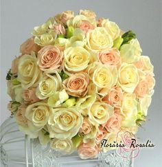 Buchet mireasa trandafiri, miniroze, frezii