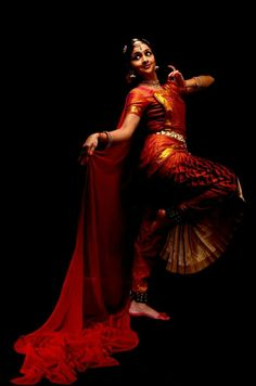 #jesuisrudrāis Folk Dance, Dance Art, Shall We Dance, Just Dance, Indian Classical Dance, India Art, Dance Poses, Indian Festivals, Dance Pictures