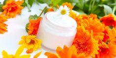 In vielen Produkten zur Hautpflege sorgen Pflanzen für strahlenden Teint. Mit diesen Pflege-Tipps aus dem Garten der Natur ist eine schöne Haut garantiert.