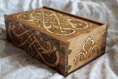Grand coffret motifs celtes.