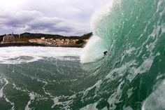 Mundaka,  Basque Coast, Spain  Perfectas olas para surfistas
