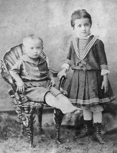 Анна Ахматова с братом. Poet Anna Akhmatova (1889 - 1966)  pictured as a child with her brother