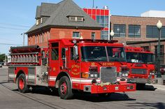Detroit, MI FD Engine 10 Pierce Pumper.