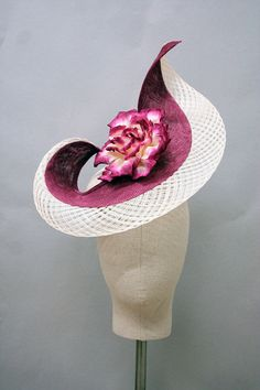 Award winning Italian milliner Giulia Mio creates bespoke hats and fascinators for every occasion, handmade in Leicester. Sinamay Hats, Fascinator Hats, Fascinators, English Hats, Races Fashion, Fashion Hats, Holiday Hats, Head Jewelry, Cocktail Hat