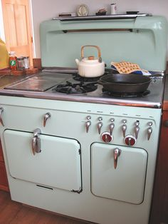 Chambers stove...my project stove. It's sitting in my garage waiting to be restored. One day it will look like this one.