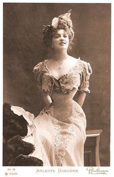 Vintage Corset, photo, history, trend, girl, woman, hvepsetalje, timeglas-figur…