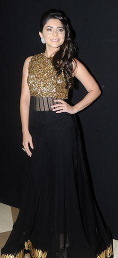 'बाल शोषण' विरोधात सेलिब्रेटींचा रॅम्प वॉक | 24taas.com Sonalee Kulkarni, Indian Ethnic Wear, Fashion Outfits, Womens Fashion, Bollywood, Fashion Accessories, Celebs, Glamour, Actresses