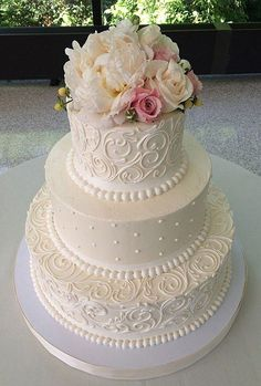 buttercream white wedding cake / http://www.himisspuff.com/200-most-beautiful-wedding-cakes-for-your-wedding/3/
