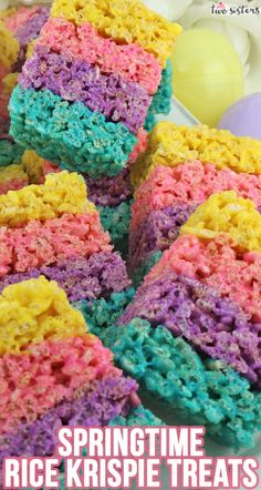 marshmallow treats Celebration Rice Krispie Treats are a colorful Rice Krispie dessert that is so easy to make and will definitely wow your family or your Easter party guests! Easter Treats, Easter Food, Easter Party, Homemade Rice Krispies Treats, Rice Recipes For Dinner, Dessert Recipes, Spring Treats, Marshmallow Treats, Easter Recipes