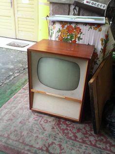 wird mein Beistelltisch aletr TV ende 50/60 Jahre von Rafena