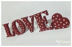 Peça única em promoção!! <br> <br>Jogo de letras LOVE + coração em MDF. <br>Pintados à mão em vermelho com detalhes em branco de coração. <br>Ideal para decorar um cantinho da sua casa, do quarto do casal ou decorar sua festa de casamento, noivado ou chá bar.