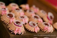 Docinhos em mini chapéu de palha