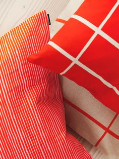 Marimekko, Bold Prints, Vases, Gift Wrapping, Textiles, Decorating, Gifts, Color, Home