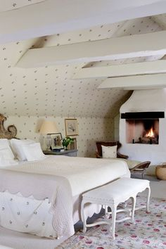 Swedish Farmhouse Colour Scheme - Bedroom Design Ideas & Pictures - Country Style Bedroom (houseandgarden.co.uk)