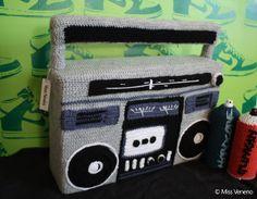 Boom Box en laine. (Technique du crochet) Tous droits réservés - Miss Veneno http://legraffitivuparmamie.blogspot.fr