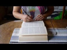 Hur man viker ett hjärta i en bok - YouTube Diy Old Books, Eclectic Design, Paper Book, Book Folding, Salt Dough, Disney Art, Basket Weaving, Adult Coloring, Book Art