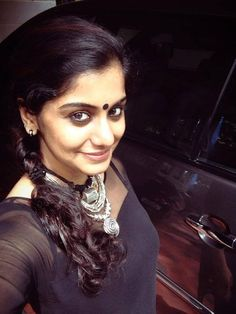 Meera Nandan is an Indian actress who works in the South Indian Film industry. How To Look Pretty, How To Look Better, Becoming An Actress, Photoshoot Images, South Indian Film, Tribal Women, Malayalam Actress, Hairstyle Look, Traditional Looks