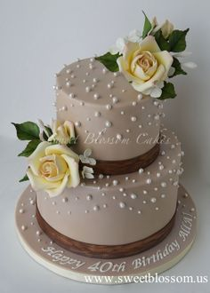 beige cake with roses and pearls