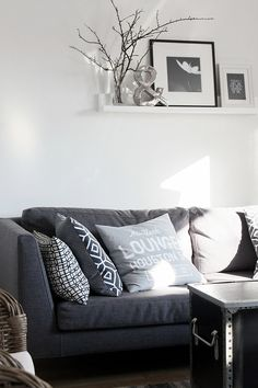 Modern Black And White Living Room Decor Modern White Living Room, Home And Living, Black And White Living Room Decor, Cozy Living Room Design, Living Room Sets Furniture, Modern Furniture Living Room, Room Design, Black Furniture Living Room, Home Deco