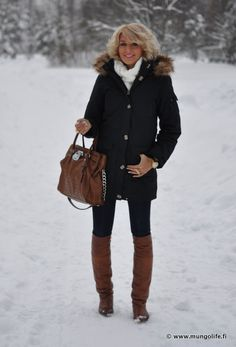 Sweater, VILA Jeans, Wrangler Boots, Bianco Neck Gaiter, Michael Ginatricot Korsin bag and coat at Nelly.com, Armour Charm ring, Nelly.com