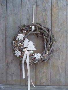 Use materials from nature to make one of these 8 models of Christmas wreaths! - Crafts - Tips and Crafts - Berthe Nic. - Use materials from nature to make one of these 8 models of Christmas wreaths! – Crafts – Tips a - Christmas Makes, Noel Christmas, Rustic Christmas, All Things Christmas, Winter Christmas, Beautiful Christmas, Xmas Wreaths, Wreaths Crafts, Christmas Crafts