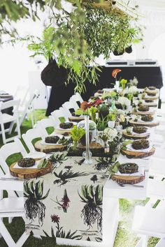 Botanical Olive Farm Wedding by Justin Davis Basic Table Setting, Table Setting Etiquette, Thanksgiving Table Settings, Party Table Decorations, Fantasy Wedding, Industrial Wedding, Farm Wedding, Event Design, Mesas