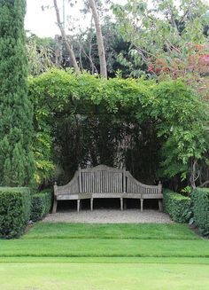 exquisite garden bench...
