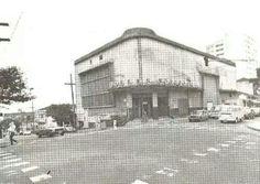 Cine Soberano transformado em salão de bailes em 1984. Inaugurado em 1952 ficava na esquina da rua Gentil de Moura com rua Vergueiro, no Ipiranga. Demolido na década de 80.