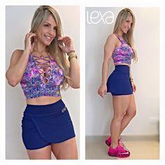 Shorts Saia Envelope Azul Marinho na Lexafitwear. www.lexafitwear.com.br Lexa Fitwear é a linha fitness que garante a você extremo conforto na hora dos treinos, além de possuir um diferencial que vai te colocar em destaque ao entrar na academia: sensualidade na medida certa. Acredite, Lexa Fitwear vai valorizar ainda mais a sua beleza e seus treinos serão ainda mais motivados com a nossa linha de roupas. Use e comprove, você #lindadelexa!