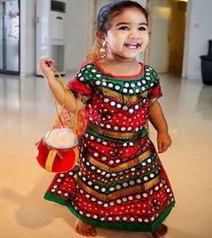 Allu Arha's pic as Gopika is cute beyond words Baby Girl Frocks, Frocks For Girls, Baby Girl Dresses, Baby Dress Design, Frock Design, Fancy Dress For Kids, Long Gown Dress, Baby Frocks Designs, Celebrity Kids