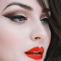 Idda van Munster - Close up of my favorite make-up look. Eyeshadow Guide, How To Apply Eyeshadow, Eyeshadow Looks, Applying Eyeshadow, Easy Eyeshadow, Metallic Eyeshadow, Rockabilly Makeup, Retro Makeup, Vintage Makeup