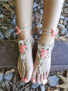 "Pinner says ""Crochet flower anklet pattern"" ~ But these look like Barefoot Sandals to me."