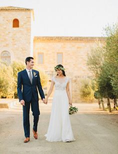 love her dress and pretty flower crown - perfect for this vineyard wedding!